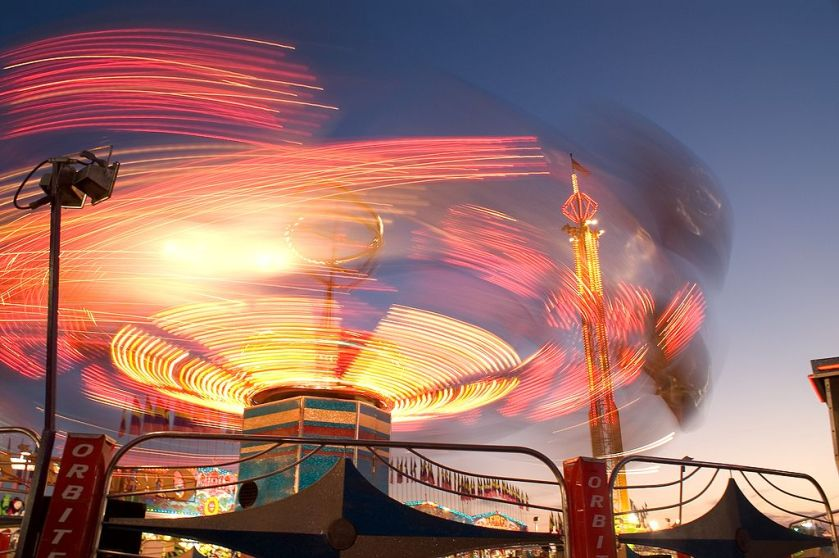 1024px-Long_exposure_at_the_fair