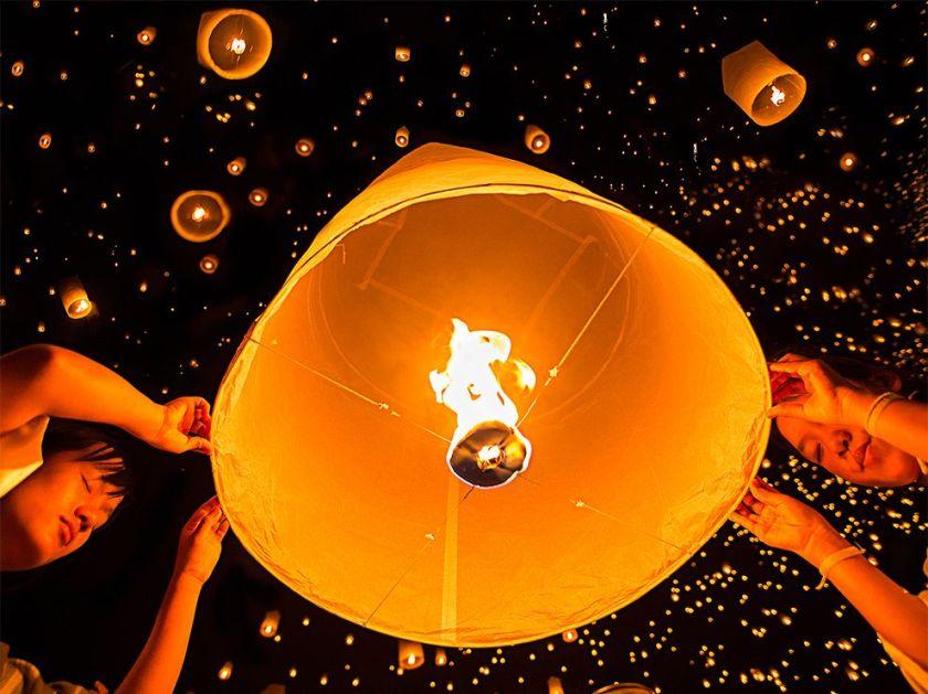 lantern-festival-wish-thailand_83589_990x742